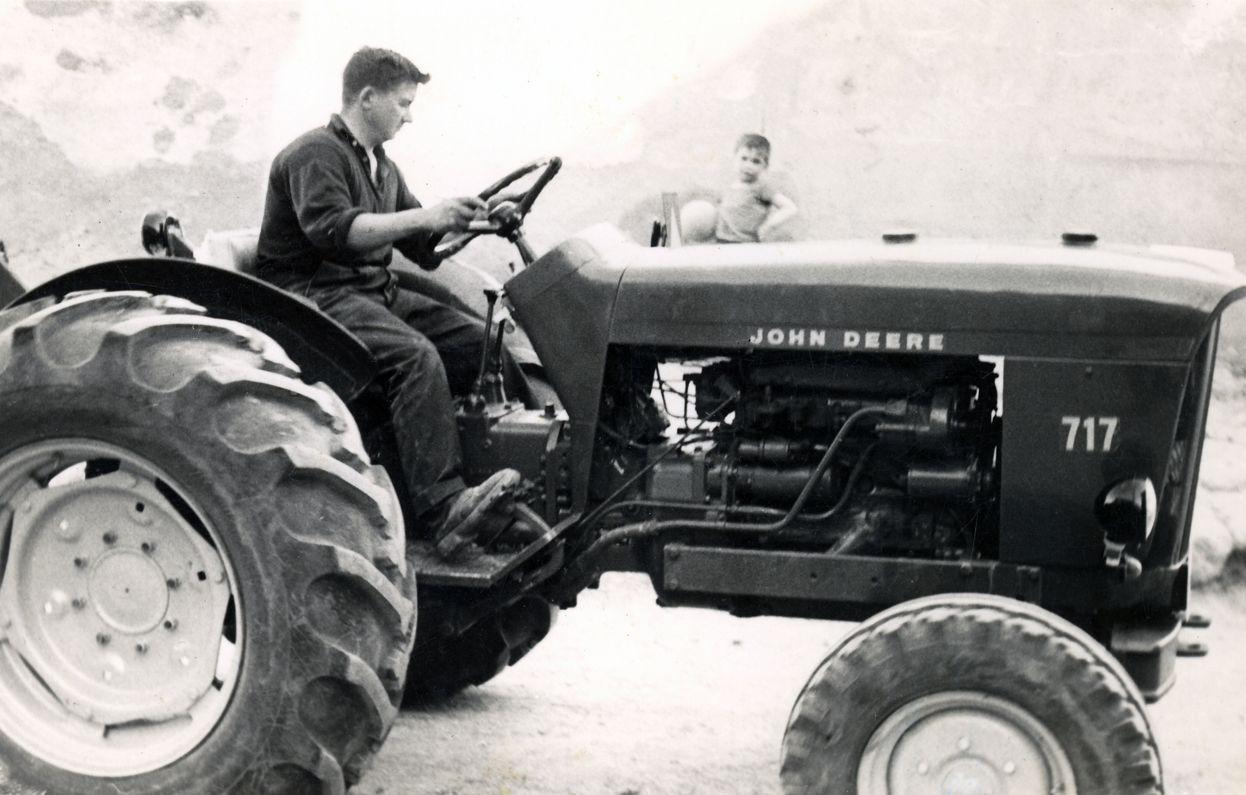 Foto tractor antiguo b/n